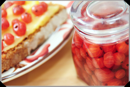 Pickled redcurrants