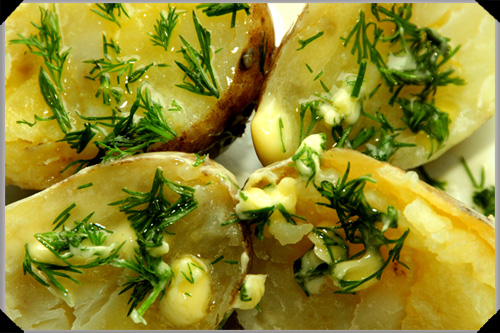 Steamed potatoes with butter and dill