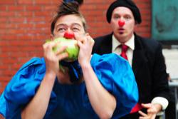 Cirque de legume eating cabbage