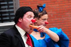 Cirque de legume eating carrot