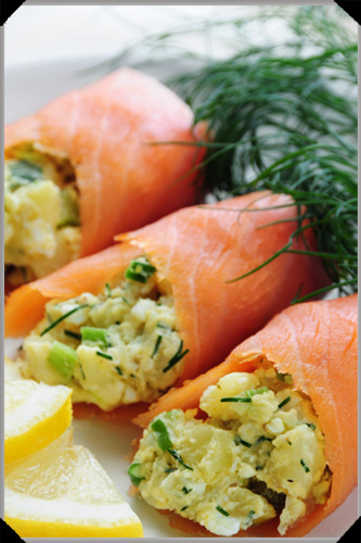 Smoked salmon stuffed with potato salad