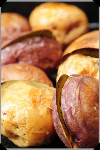 Roasted potatoes with bay leaf