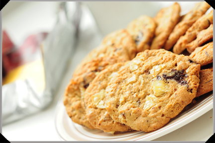 Chocolate chip peanut butter cookies with potato crisps